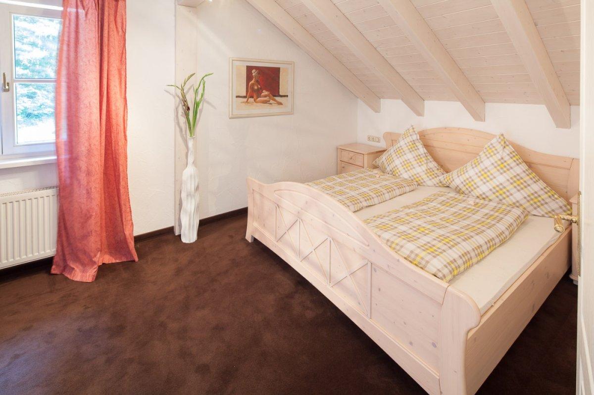 Helles Schlafzimmer mit Komfort-Matratzen