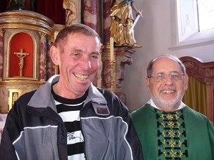 Mesner Wilhelm Kappeler und Pfarrer Peter Guggenberger