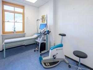 Untersuchungsraum mit EKG