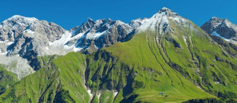 Bergsommer - Blick auf die Enzianhütte