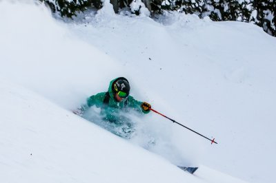 Last Frontier Bell 2 - Skifahrer im Glück