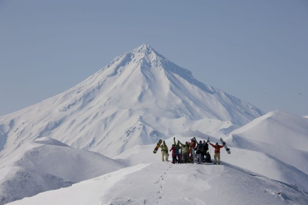 Kamtschatka Vulkan mit Skigruppe