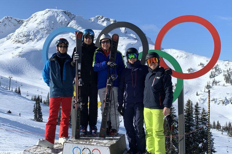 Whislter Olympische Ringe und Blick zum Peak