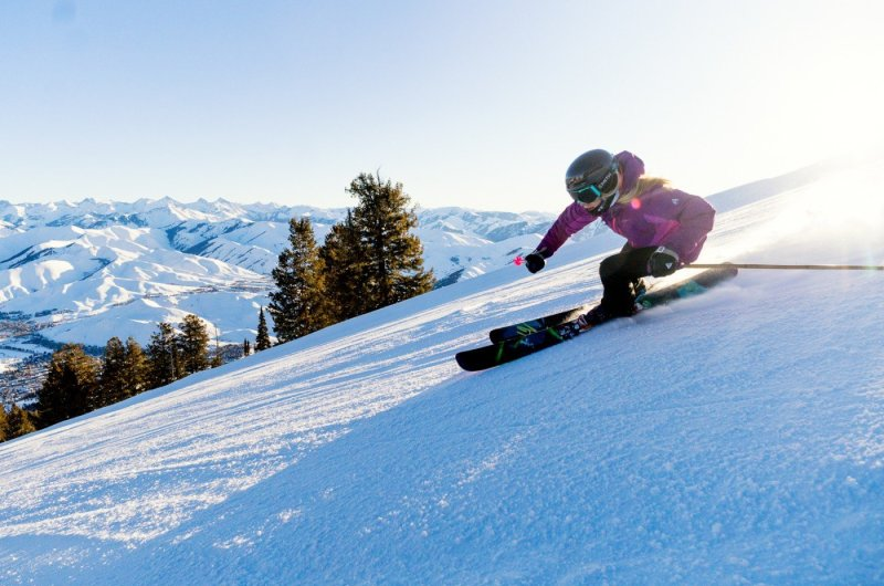 SunValley Skier Glow