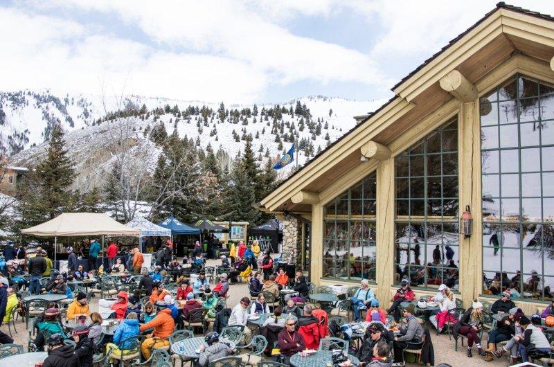 Warm Springs Lodge Apres