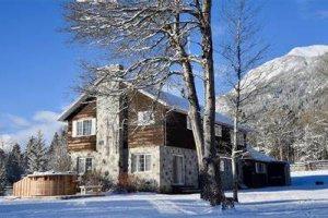 Mountain Mystery Lodge