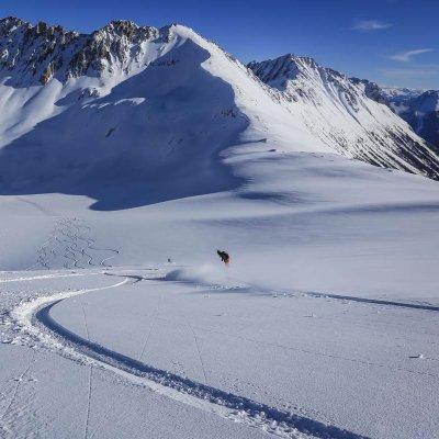 Skiing Tyax Heli-Skiing