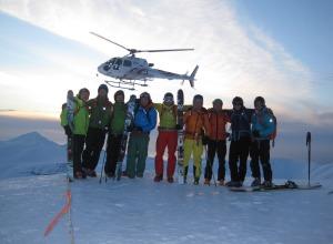 Zufriedene Heli-Skigruppe