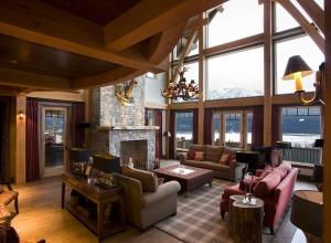 Bighorn Lodge Living Room