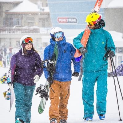 Mit Freunden zum Skifahren