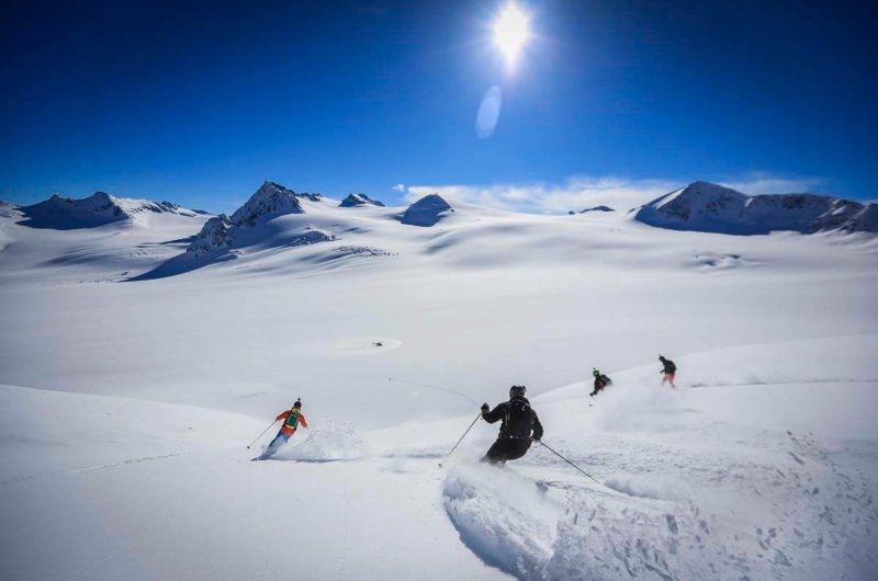 Abfahrt bei TLH Heli-Skiing