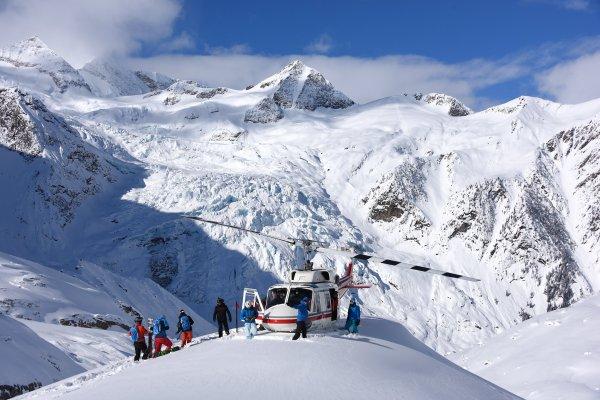 CMH Heli-Skiing