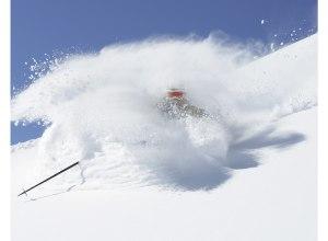 Deer Valley Skifahrer im Pulverschnee