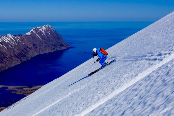 Rita in Island beiim Heli-Skiing