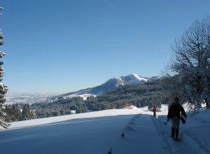 Schneeschuhgeher mit Panorama