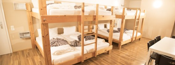 8 Bett Zimmer