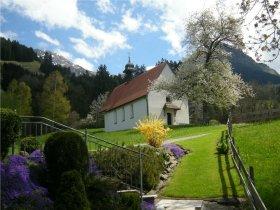 Kapelle im Frühling