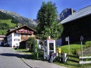 Briefkasten, Bild am Sontag -Automat und Touristeninfo