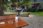 Spielplatz direkt am Tisch