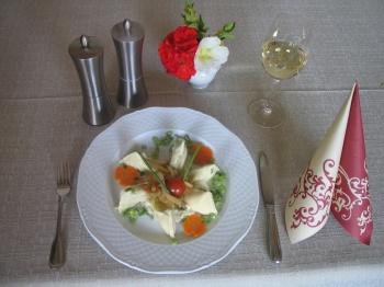 Maultaschen mit Schinken-Sahne-Sauce