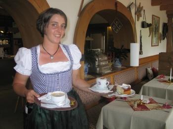 Regina mit Käsekuchen nach Uromas Rezept