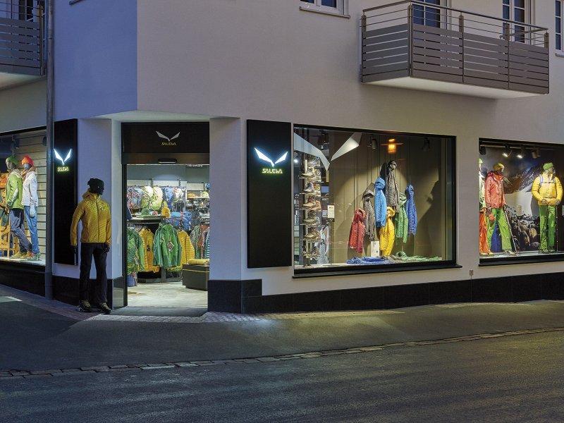 Salewa Store Oberstdorf Sportgeschäft für Bergsport und Outdoor: Bekleidung, Schuhe, Ausrüstung