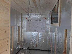 der neue Infrarot-Raum (links und rechts in die Öffnungen kommen die Heizstäbe rein)