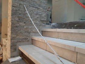 Stein an der Treppe