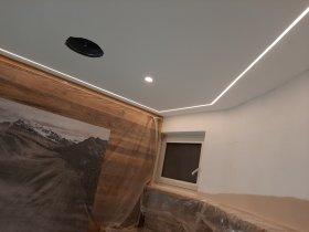 LED-Band an der Decke