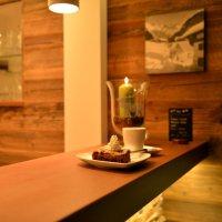 Kaffee und Kuchen an der Cafébar