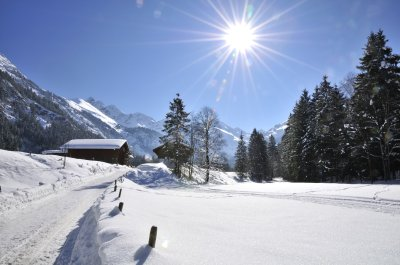 Idyllischer Winterwanderweg ins Stillachtal
