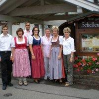 Familie Fischer und das Schellenberg-Team
