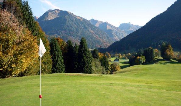 Ausblick ins Trettachtal im Golfclub Oberstdorf