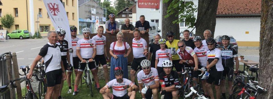 Die Gruppe nach dem Mittagessen im Wirtshaus Adler in Buchenberg