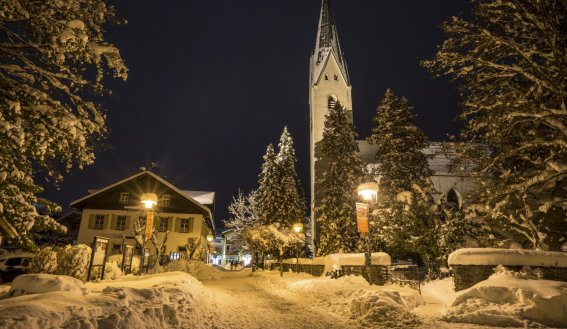 Kirche am Abend (c) Eren Karaman