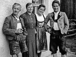 Otto Schittler mit seiner Schwester und den Eltern, Anton und Senz - 1946