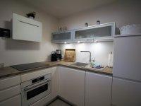 Komfortabel ausgestattete Küche mit hochwertigen Markengeräten