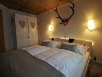 Schlafzimmer mit sehr hochwertigem Schlafsystem von Tempur