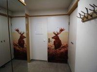 Eingangsbereich mit Garderobe und Einbauschrank