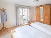Schlafzimmer mit verglaster Loggia