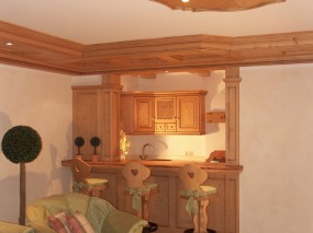 Wohnzimmer mit Bar zur Küche