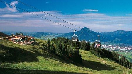 Bergbahn im Sommer