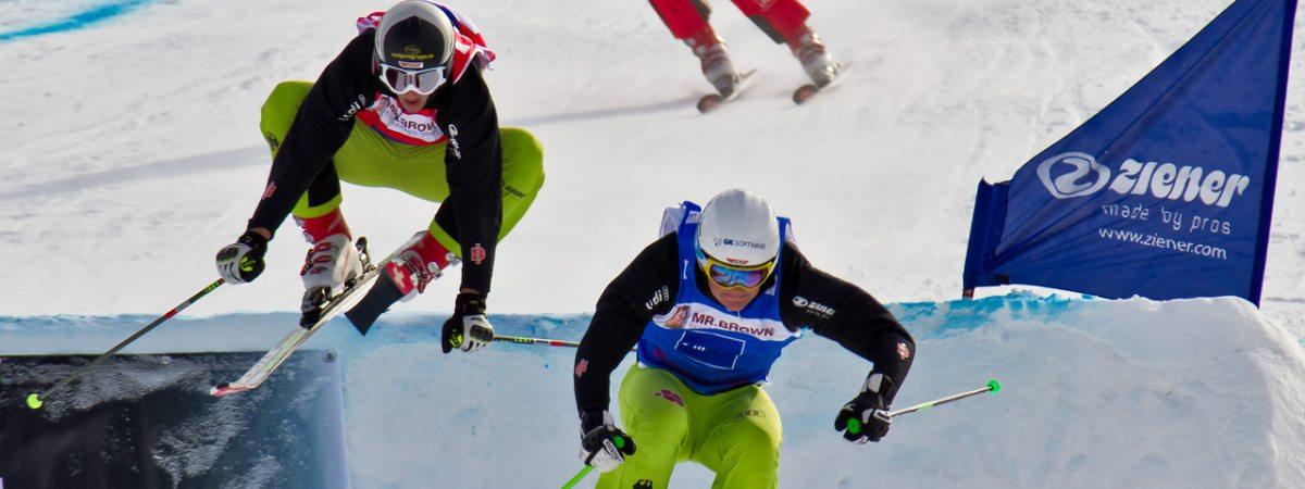 Spektakulärer Sport auf einer außergewöhnlichen Ski Cross-Strecke