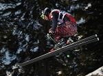Mutige und weite Jumps beim Ski Cross