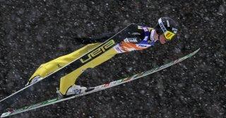Skifliegen in dichtem Schneetreiben