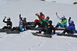 Spaß im Snowboardkurs