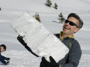 Schneeblock Iglubau