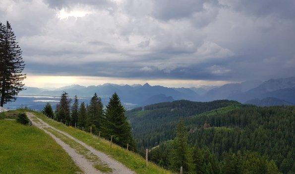 Morgenstunden im Sommerurlaub in den Bergen
