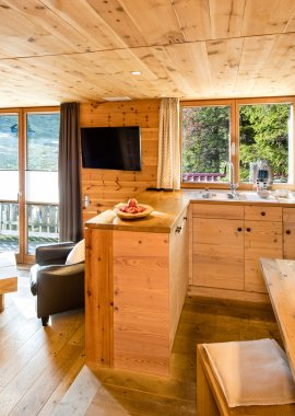 Wohnzimmer aus hochwertigem Holz - Lodge Alpspitze
