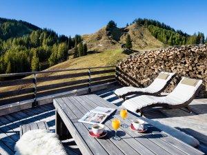 Den Tag auf der Terrasse der Lodge Breitenberg ausklingen lassen.
